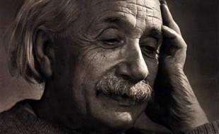 غريب هو مقامنا على الأرض – إلبرت إينشتاين